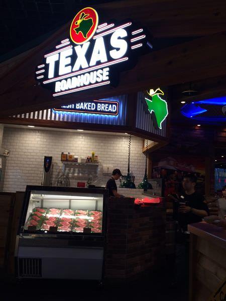 [食記]Texas Roadhouse手工德州鮮切牛排、火烤豬肋排-推薦慶祝節日吃大餐首選