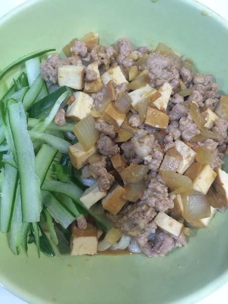 [食譜]家常炸醬麵+五味三層肉,簡單又美味的零失敗菜單。