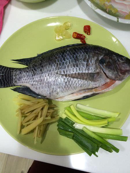 [食譜]第一次嘗試紅燒魚,新手媽咪上菜。