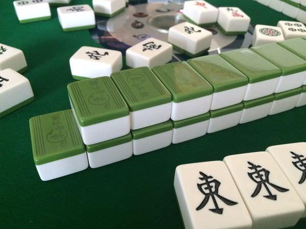 [開箱]東方不敗鉑晶三代可折疊可移動的電動麻將桌-過年打牌再也不用洗牌了!!!