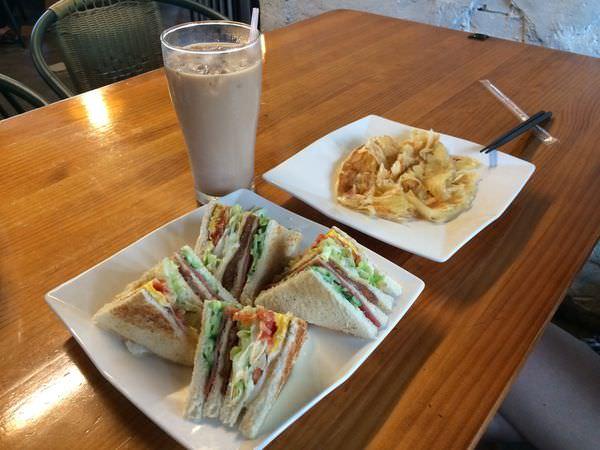 [食記]花蓮早餐-時光旅人,平價料多高CP值早餐店,近國軍英雄館。