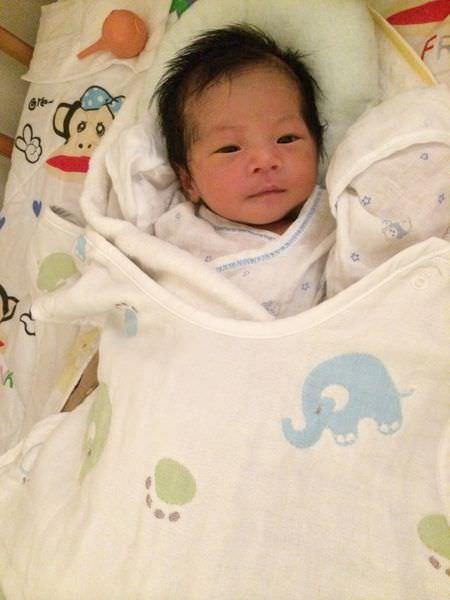 [育兒]新手媽咪的月子&全親餵的母乳生活開始(0M~1M寶寶成長紀錄)