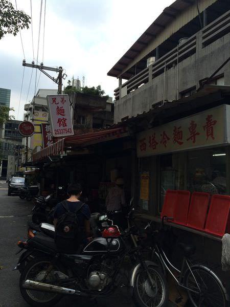 [食記]台北大直實踐大學必吃兄弟麵館、綠豆沙牛奶。