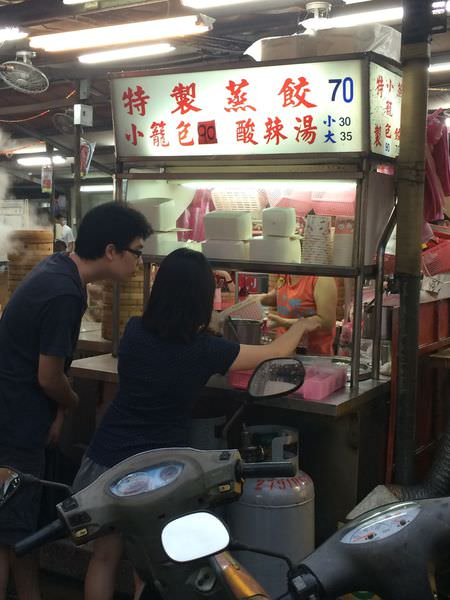 [食記]台北內湖737巷小吃,特製小籠包、豬血糕、綠豆蒜、鹽水雞。