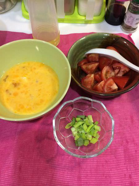[食譜]番茄炒蛋,小朋友最愛的滑嫩口感。