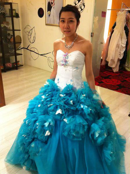 [禮服]高雄夢萊茵皇家婚紗-女人最幸福時刻,挑選宴客婚紗、禮服Part2。