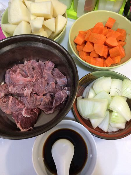 [食譜]超下飯的日式馬鈴薯燉牛肉