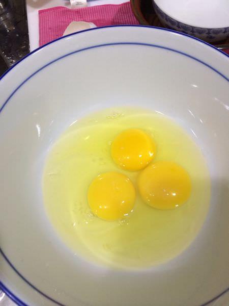 [食譜]電鍋料理吻仔魚蒸蛋,小朋友好營養又方便。