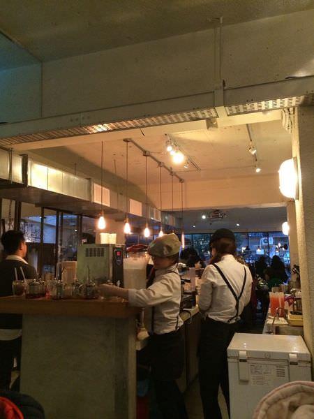 [食記]台北東區下午茶-美好年代,超火紅巨無霸珍珠奶茶鬆餅。