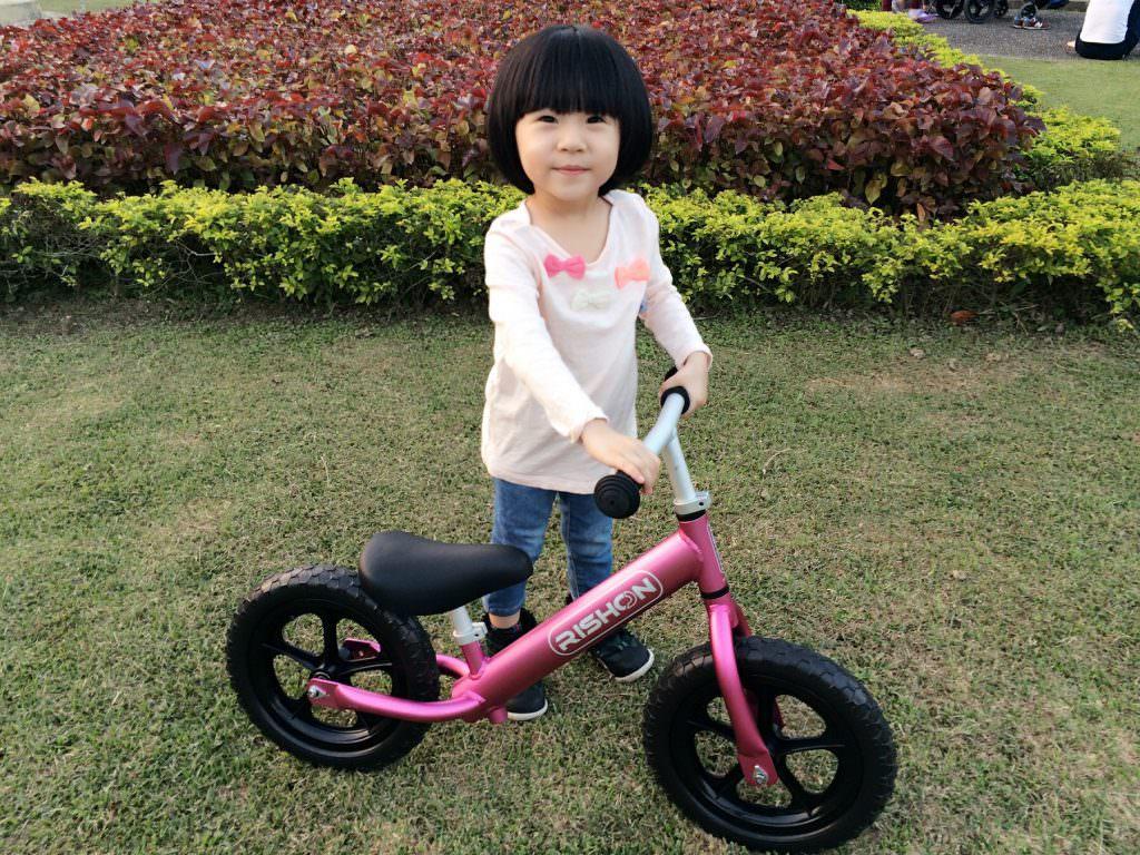 [開箱]超輕量級滑步車PushBike-辛酉國際 Rishon,小孩都愛玩的平衡車。