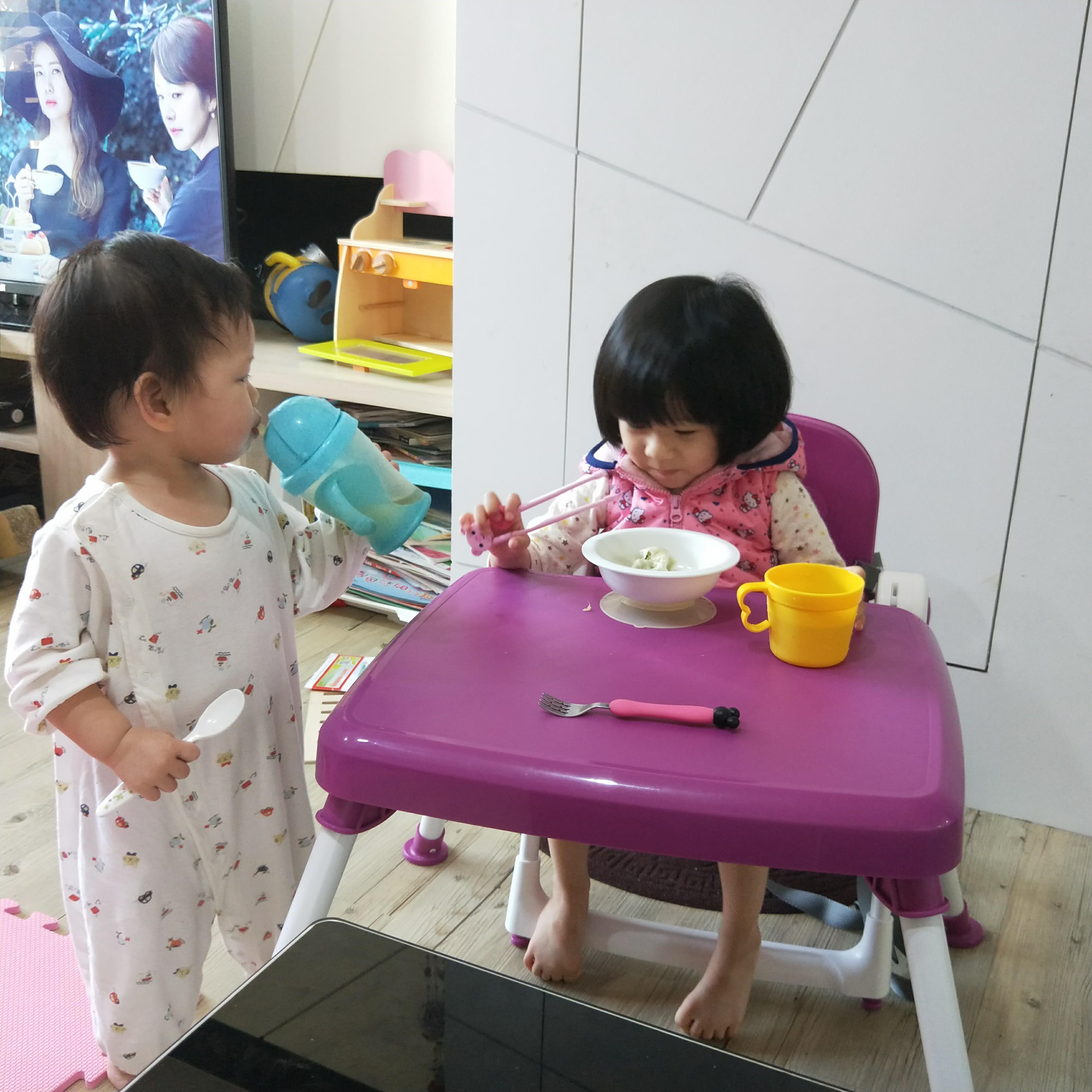 [開箱]小朋友吃飯+野餐好幫手-ZOE 摺疊餐椅X摺疊收納桌