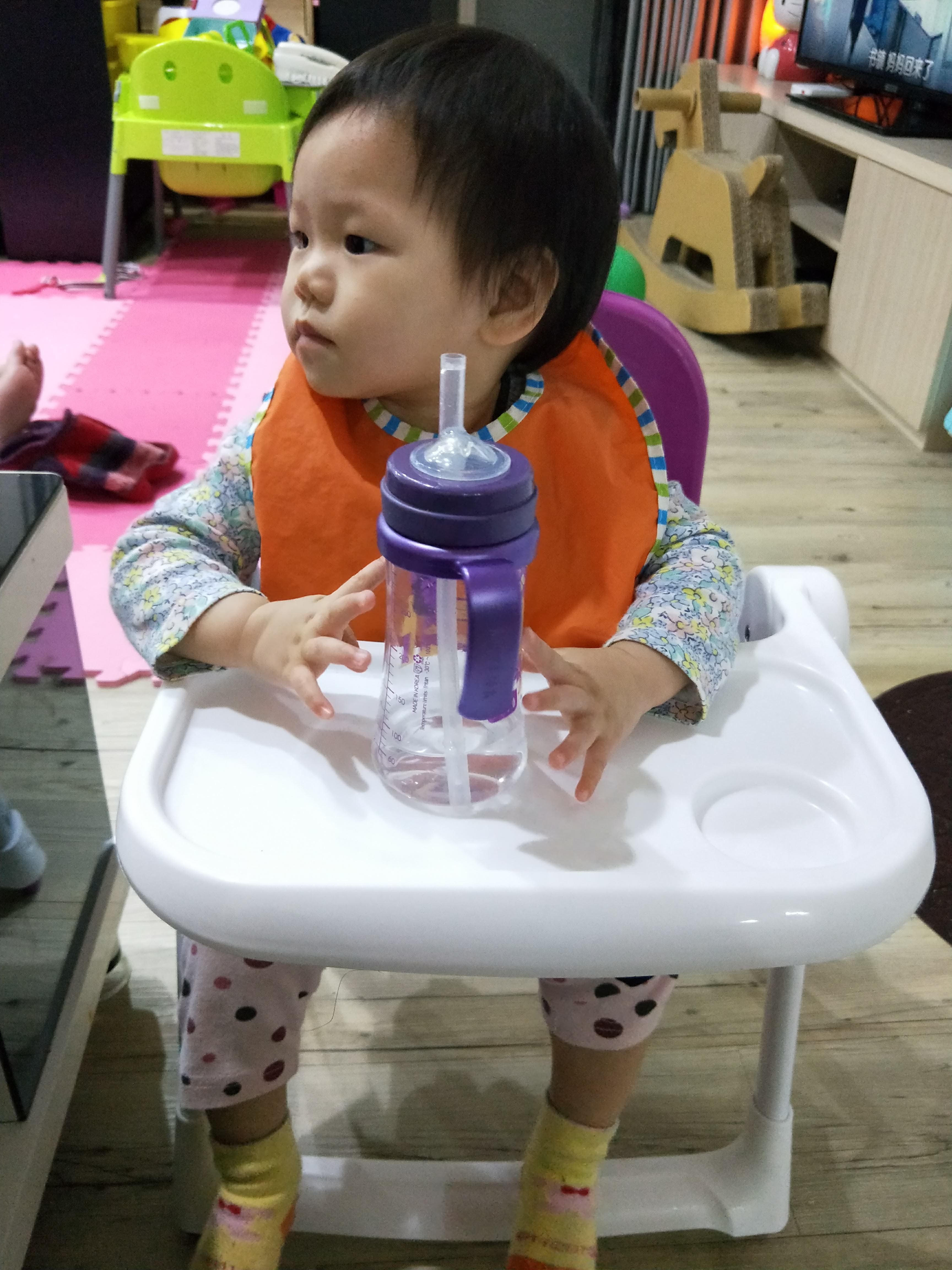 [開箱]ZOE 摺疊餐椅X摺疊收納桌,小朋友吃飯、親子旅遊野餐好方便。